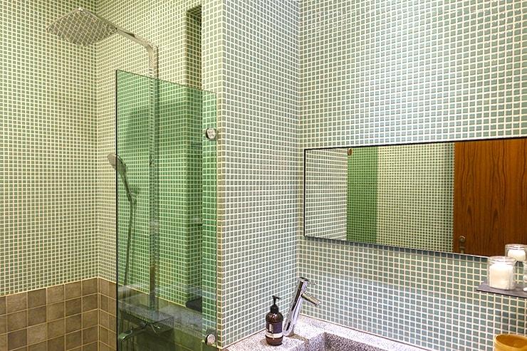 台北・迪化街のおしゃれな古民家リノベゲストハウス「OrigInn Space」の共用バスルーム