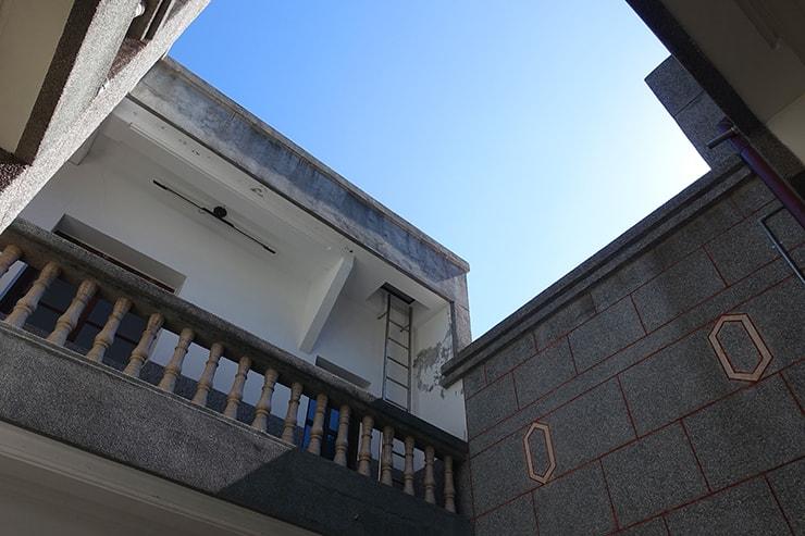 台北・迪化街のおしゃれな古民家リノベゲストハウス「OrigInn Space」の吹き抜け