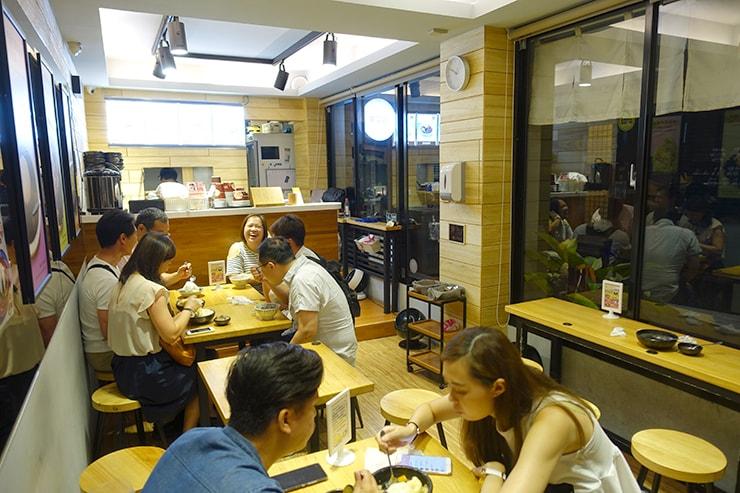 台北最大の超有名夜市・士林夜市「台南東區焦糖煉乳包心粉圓」の店内