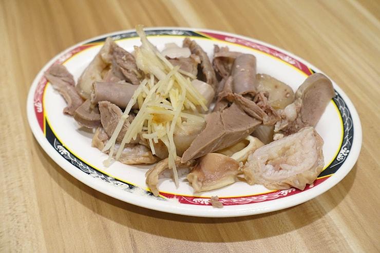 台北・迪化街の伝統グルメ店「永樂米苔目」の綜合切盤