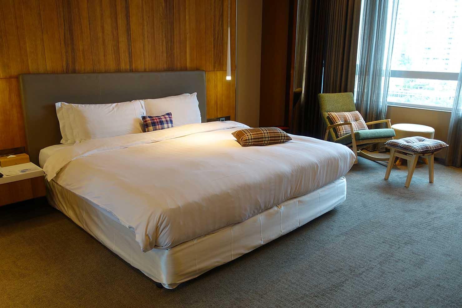 台北・信義區のLGBTに人気のハイクラスホテル「home hotel」逸寬套房(エクストラオーディナリー・スイート)のダブルベッド