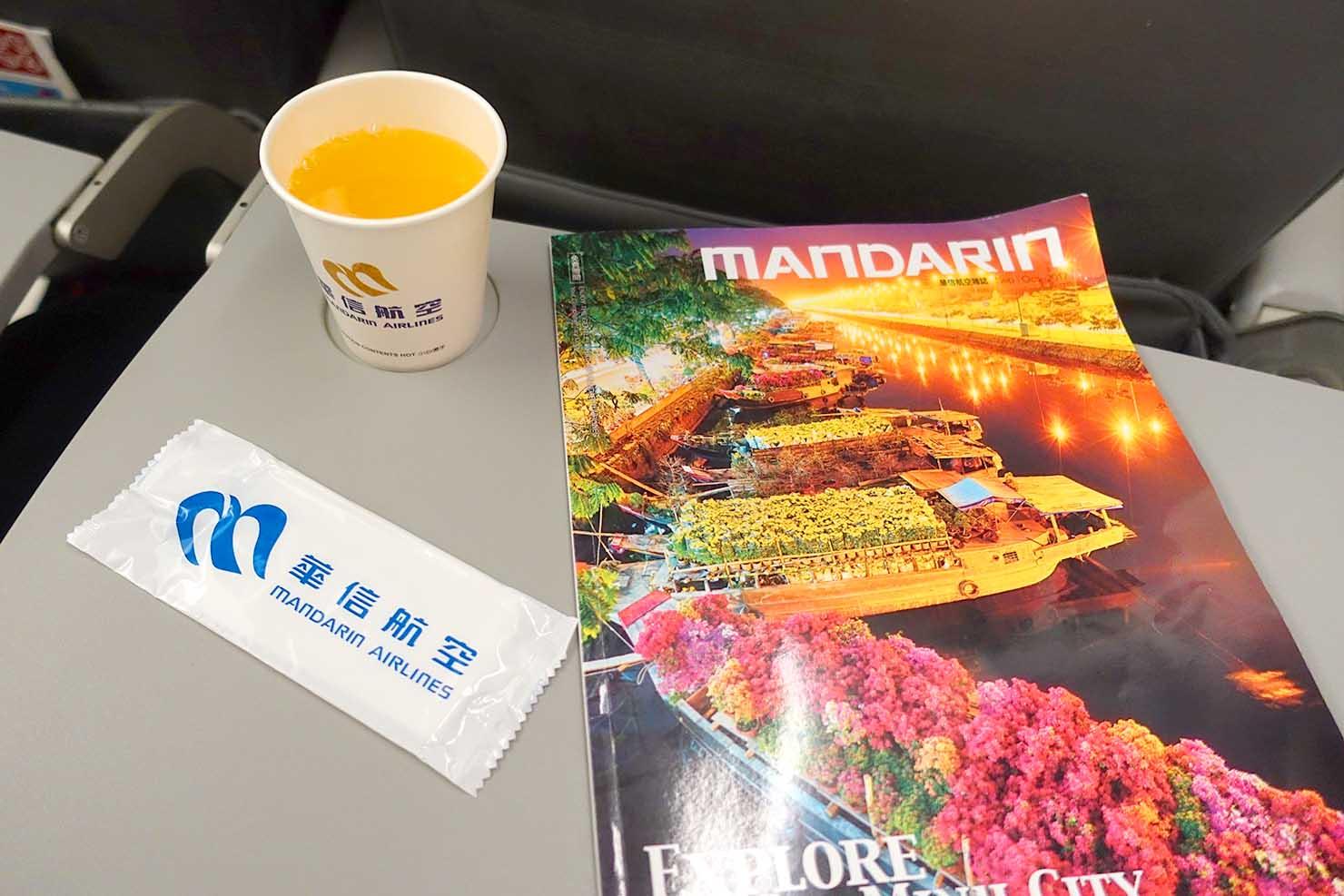 台湾国内線マンダリン航空(華信航空)のドリンクサービス