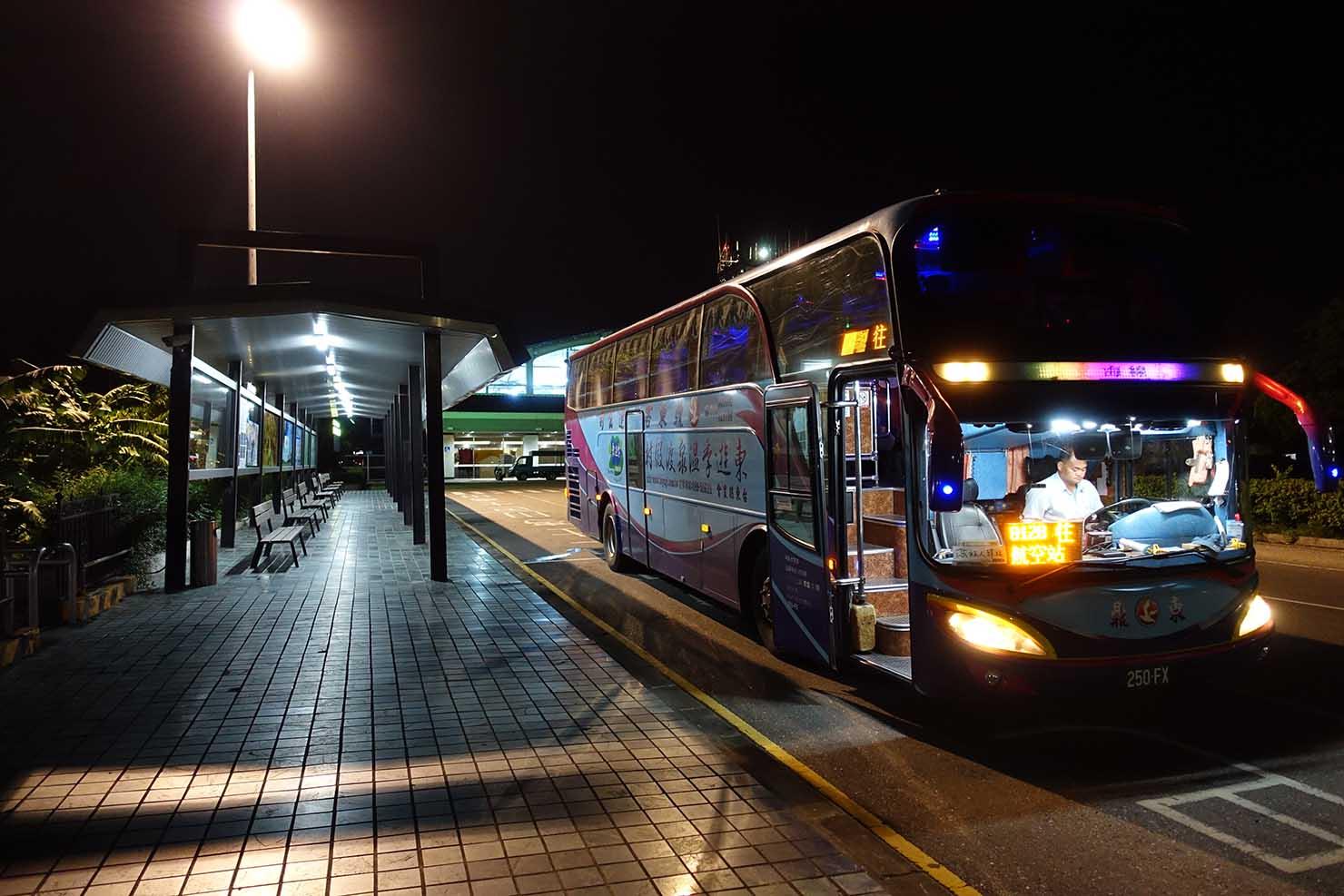 台東空港(台東航空站)から市内中心部へと向かう路線バス乗り場
