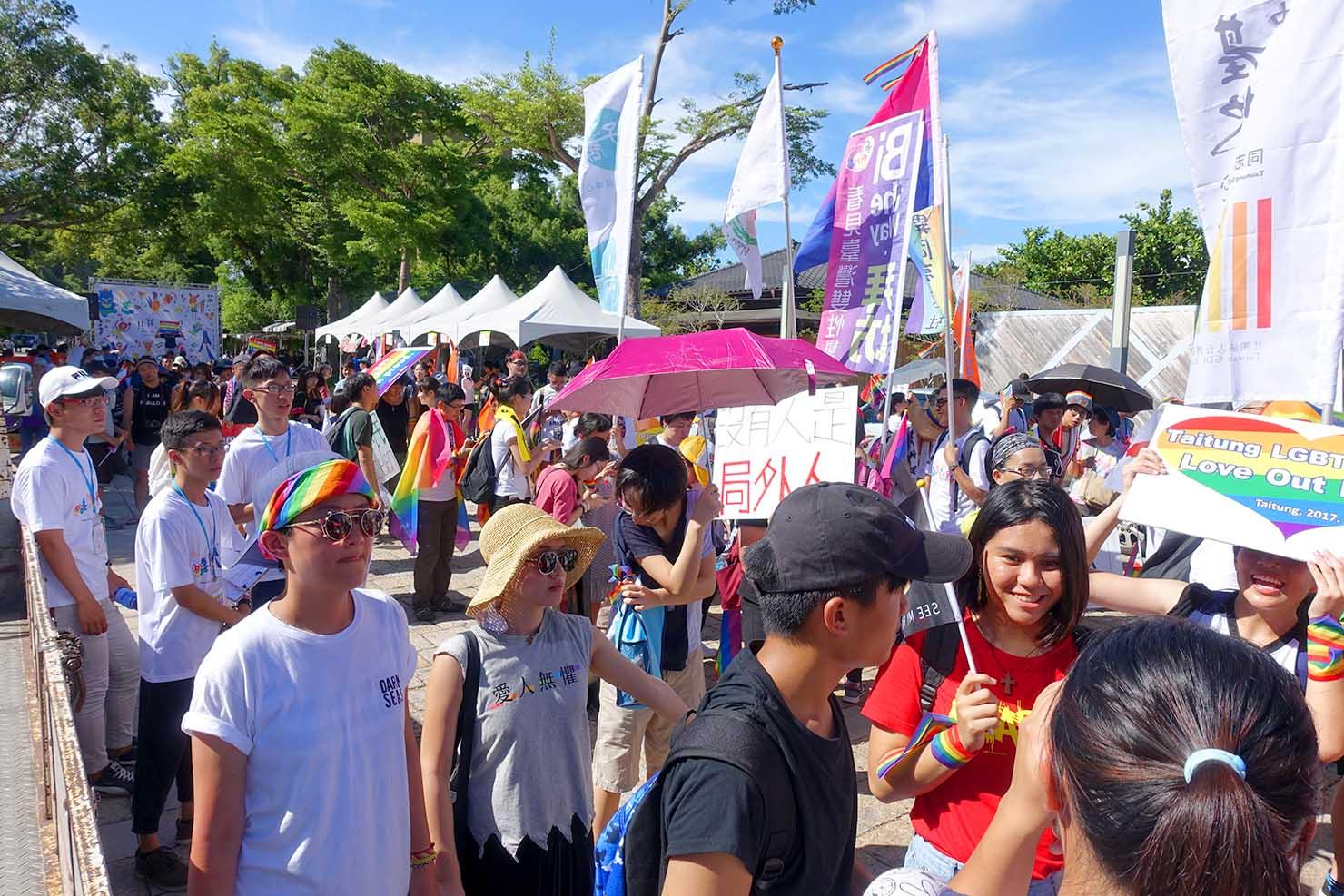 台湾東部のLGBTプライド「花東彩虹嘉年華」パレード出発前の台東会場