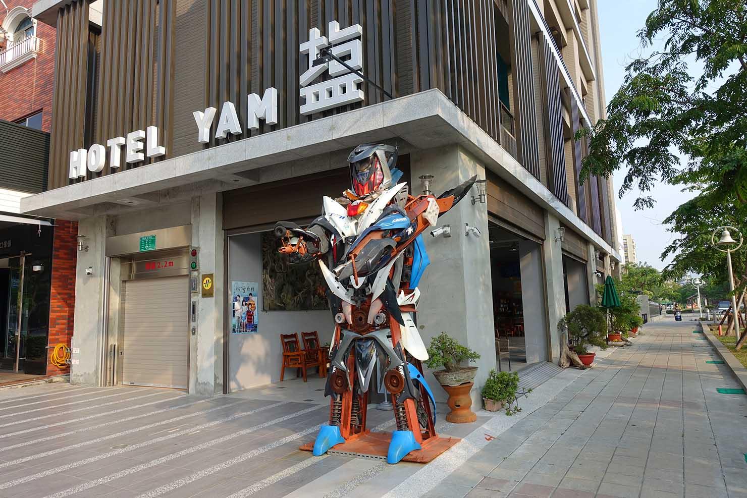 高雄・鹽埕埔のおすすめLGBTフレンドリーホテル「塩旅社 Hotel Yam」のエントランス