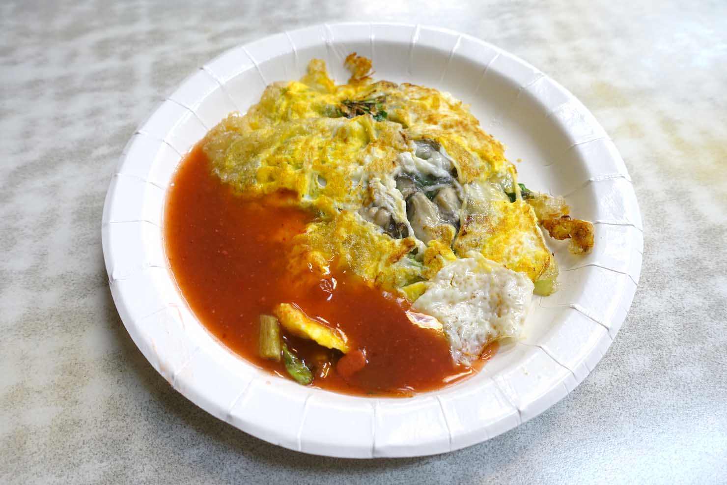 台北・士林夜市のおすすめグルメ店「上等十全排骨」の蚵仔煎(牡蠣オムレツ)