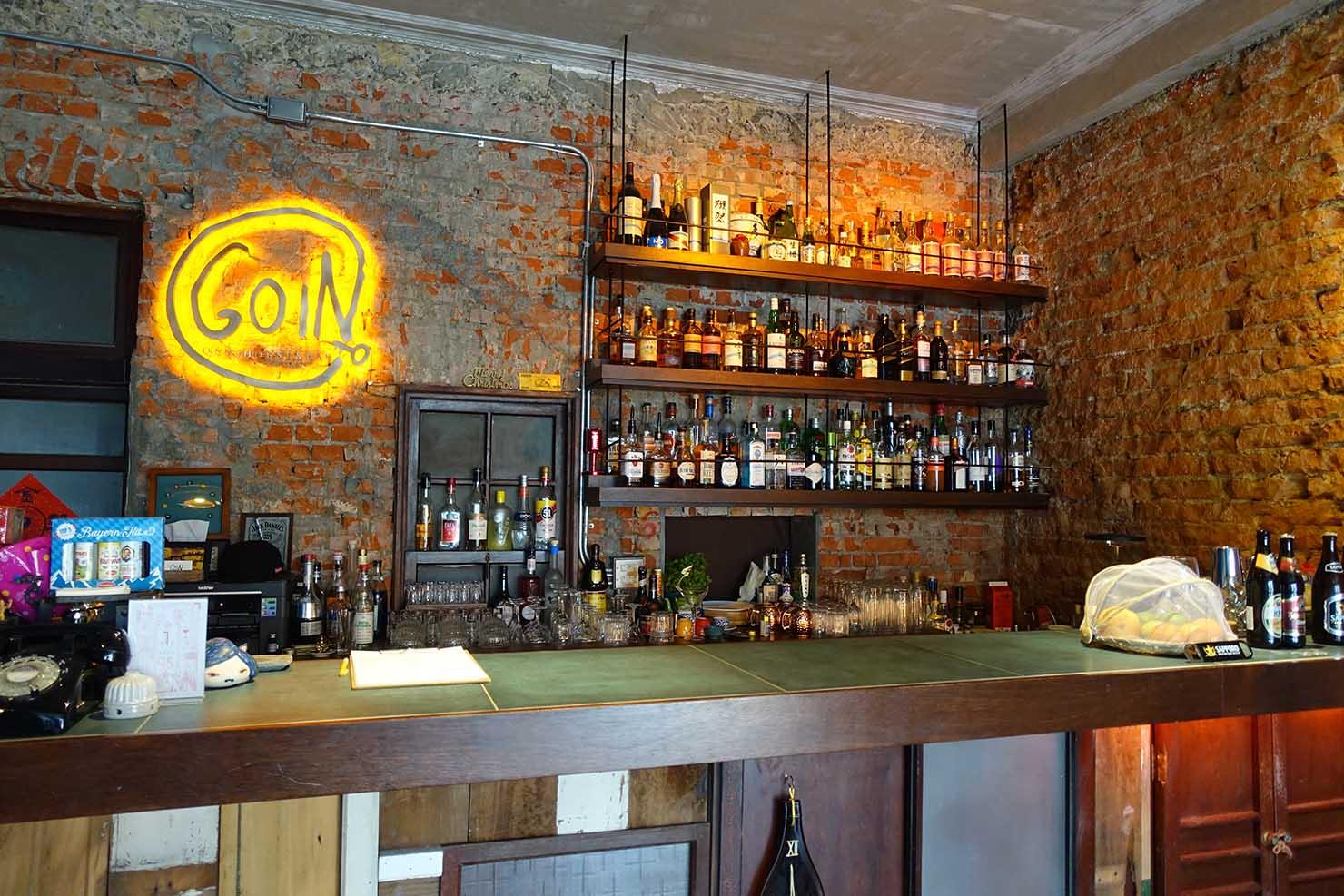 台南・神農街の古民家ゲストハウス「Goin」のバーカウンター