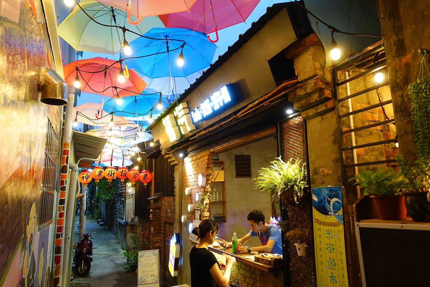 台南の人気レトロストリート・神農街の路地裏