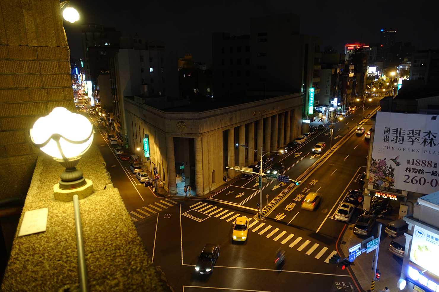 台湾の古都・台南のおすすめ観光スポット「林百貨」の屋上から眺める夜景