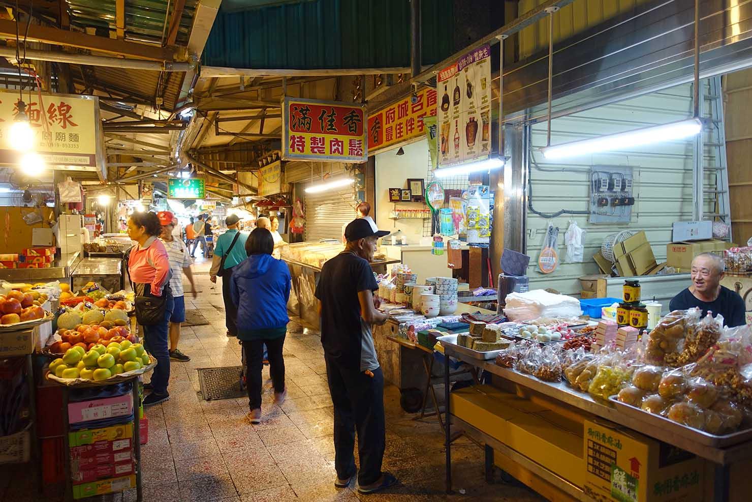 台湾の古都・台南のおすすめ観光スポット「水仙宮市場」市場内の様子