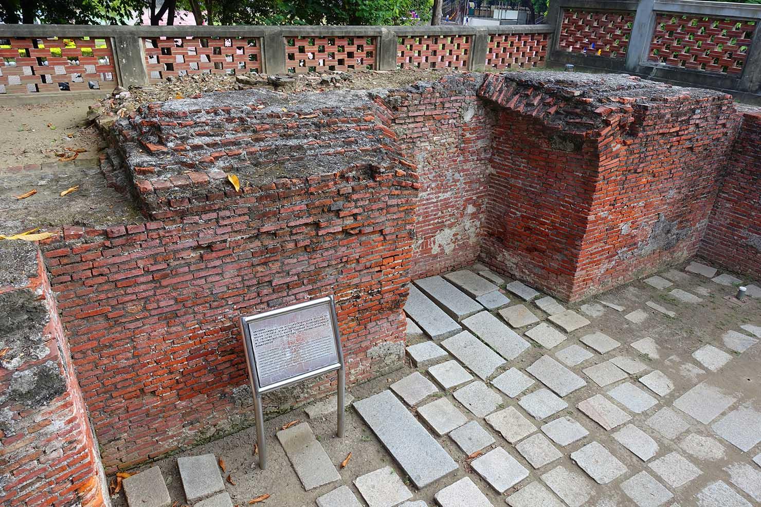台湾の古都・台南のおすすめ観光スポット「赤崁樓」の一角に残るオランダ時代の城壁