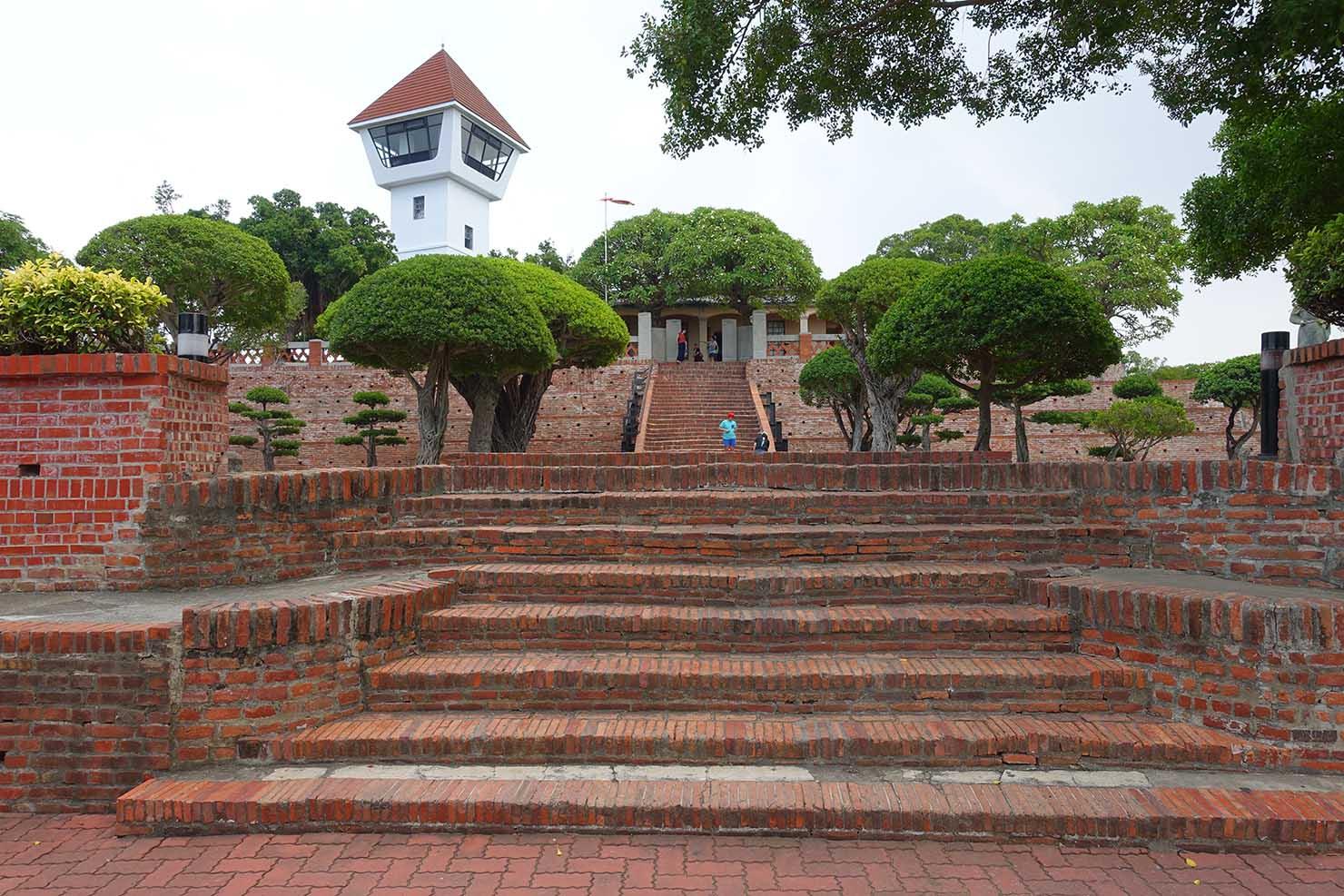 台湾の古都・台南のおすすめ観光スポット「安平古堡」の階段