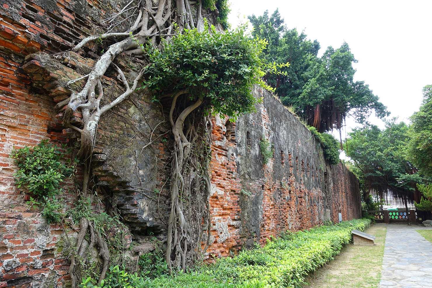 台湾の古都・台南のおすすめ観光スポット「安平古堡」の城壁