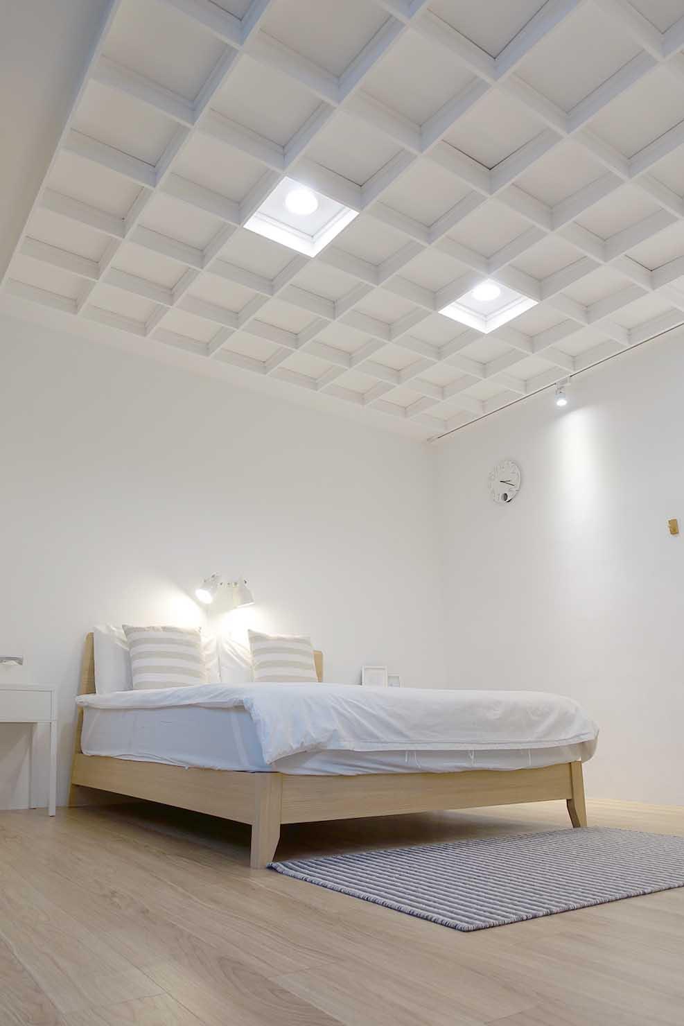高雄・美麗島駅徒歩3分の立地最高なおすすめホテル「小島公寓 Island House」ダブルルームの天井