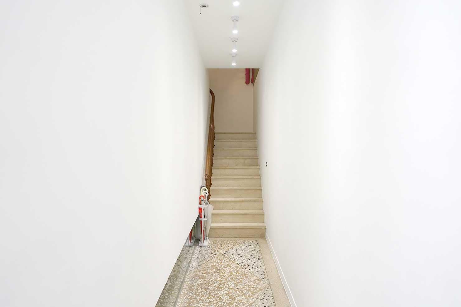 高雄・美麗島駅徒歩3分の立地最高なおすすめホテル「小島公寓 Island House」宿泊エリアへの階段