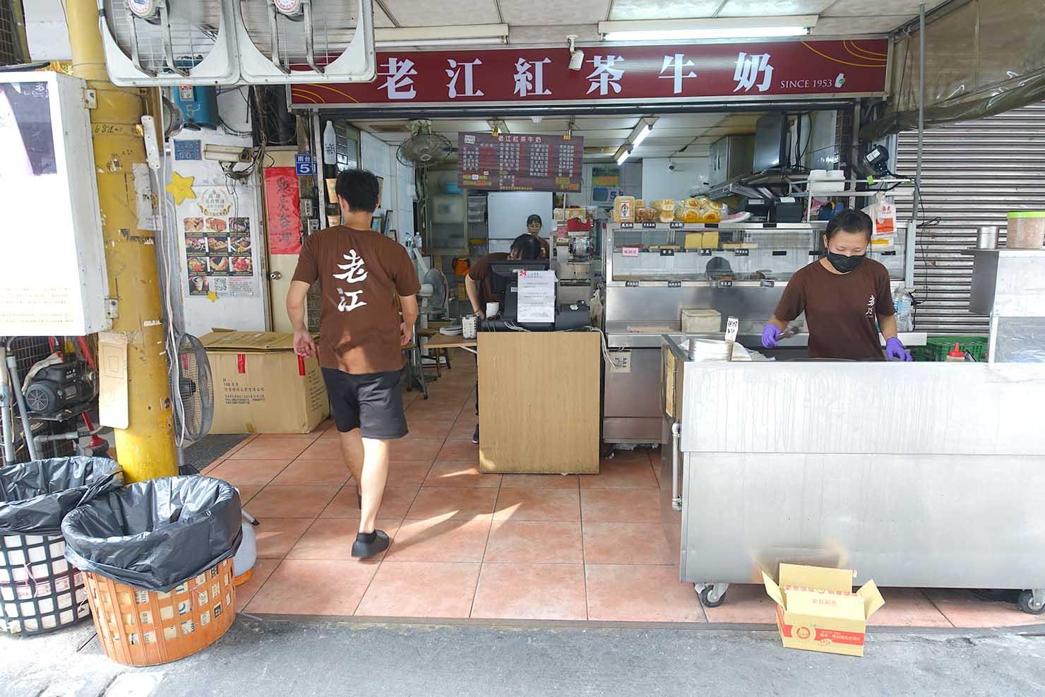 高雄・美麗島の老舗朝ごはん屋さん「老江紅茶牛奶」
