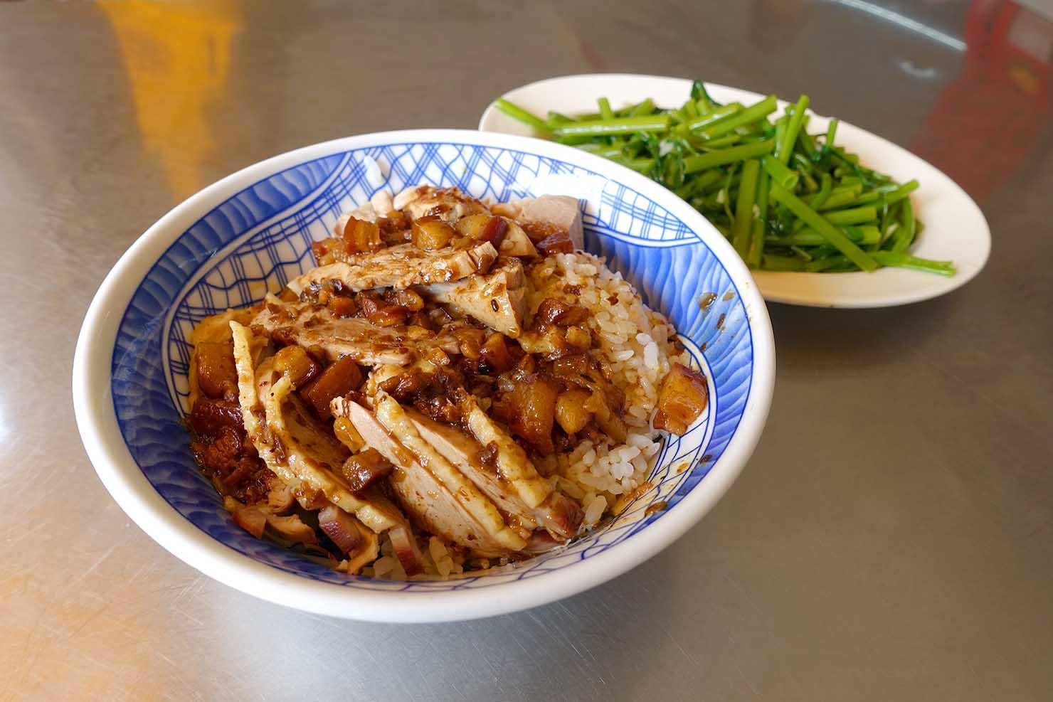 高雄の伝統台湾グルメエリア・鹽埕埔「鴨肉珍」の鴨肉飯+燙青菜