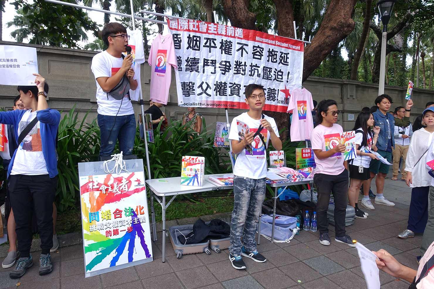 台湾LGBTプライド(台灣同志遊行)2017で同性婚合法化の早期実現を求めるグループ