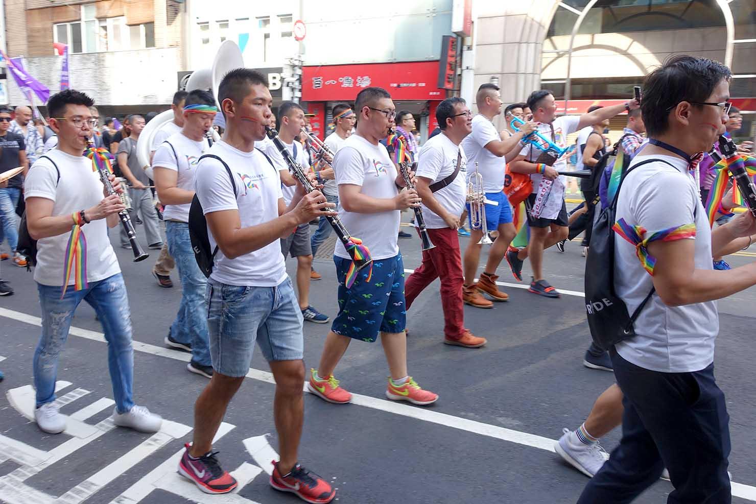 台湾LGBTプライド(台灣同志遊行)2017に参加するマーチングバンド
