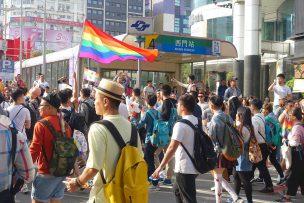 台湾LGBTプライド(台灣同志遊行)2017で西門駅前に差し掛かるパレード隊列