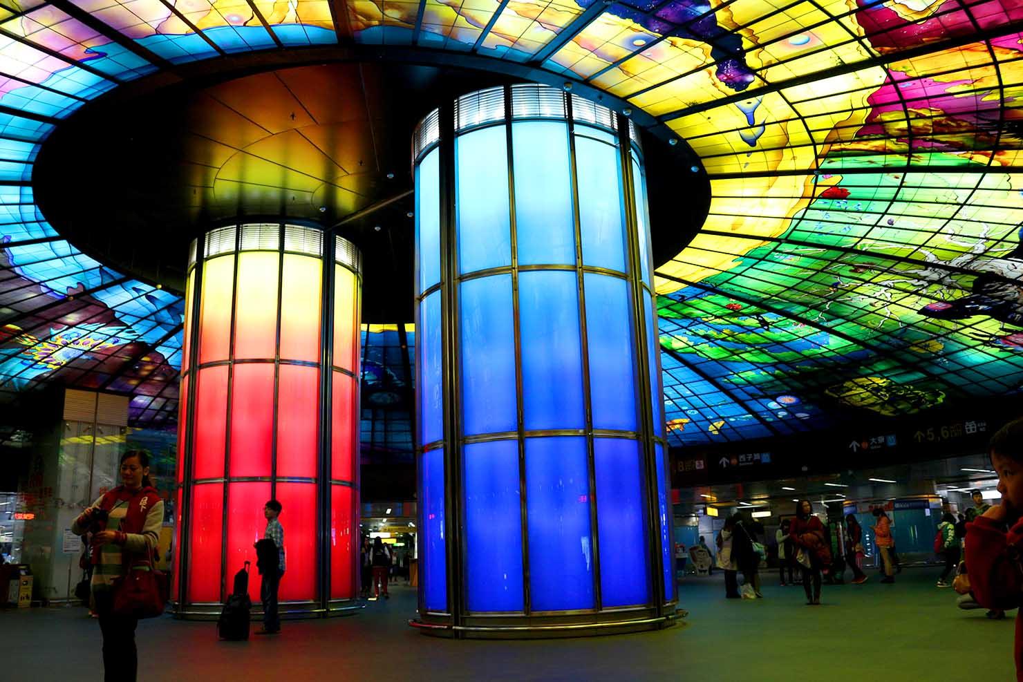 高雄・美麗島駅の有名観光スポット「光之穹頂 Dome of Light」