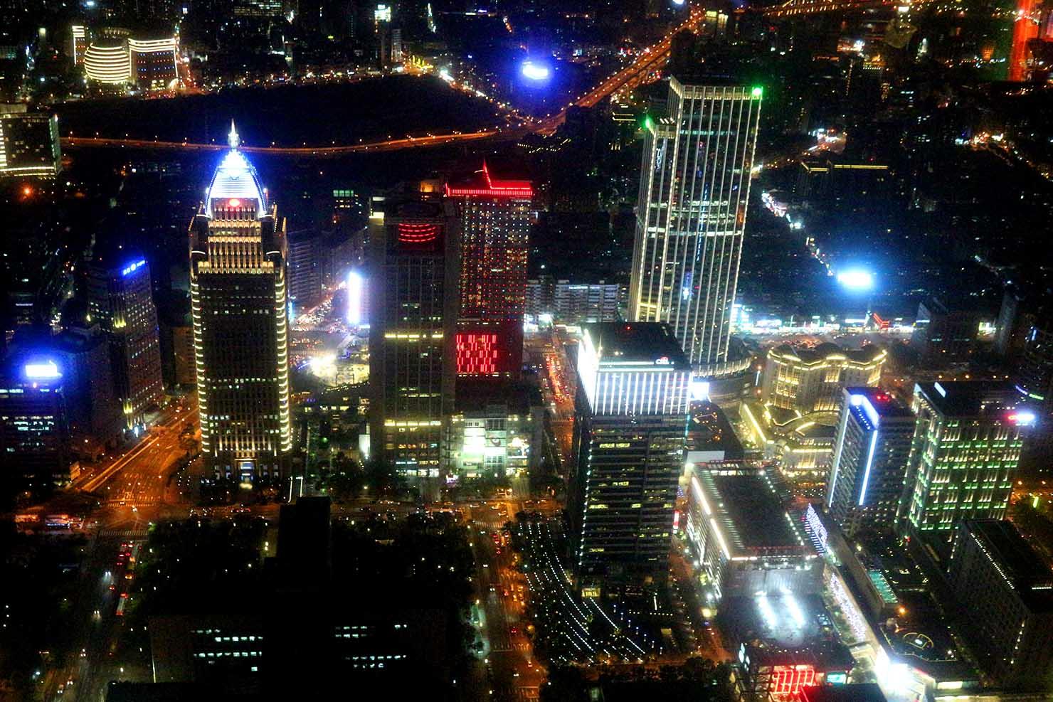 台北101展望台から眺める信義區の夜景