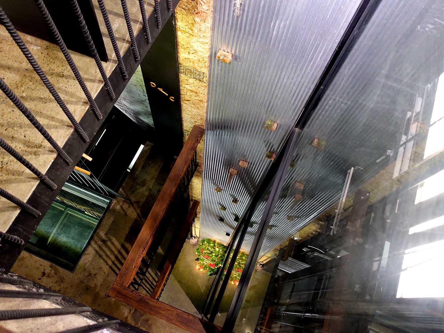台中駅徒歩10分のリーズナブルなおすすめミニホテル「光原宿 Light House」の吹き抜け