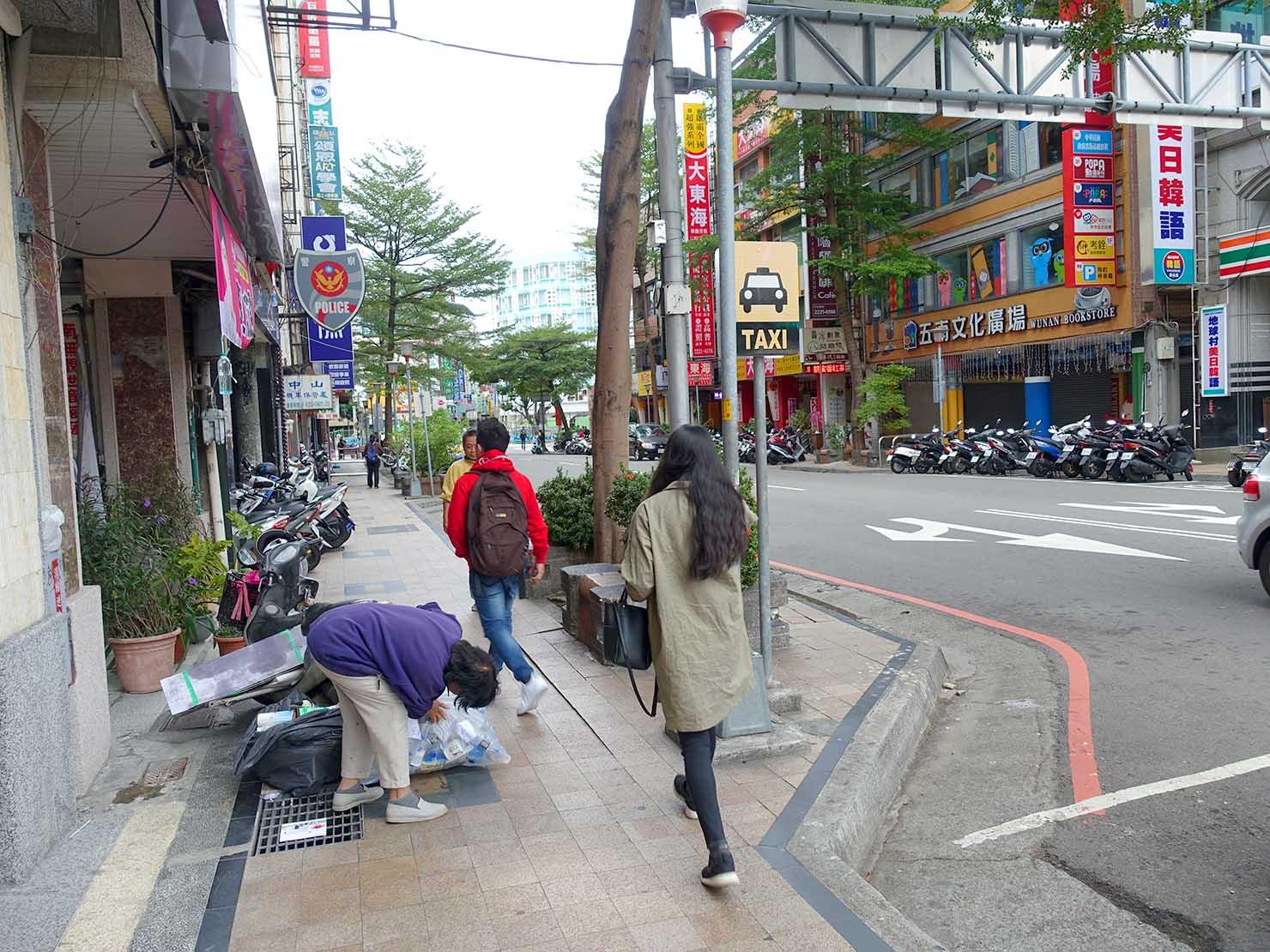 台中駅前「中山路」のタクシー乗り場