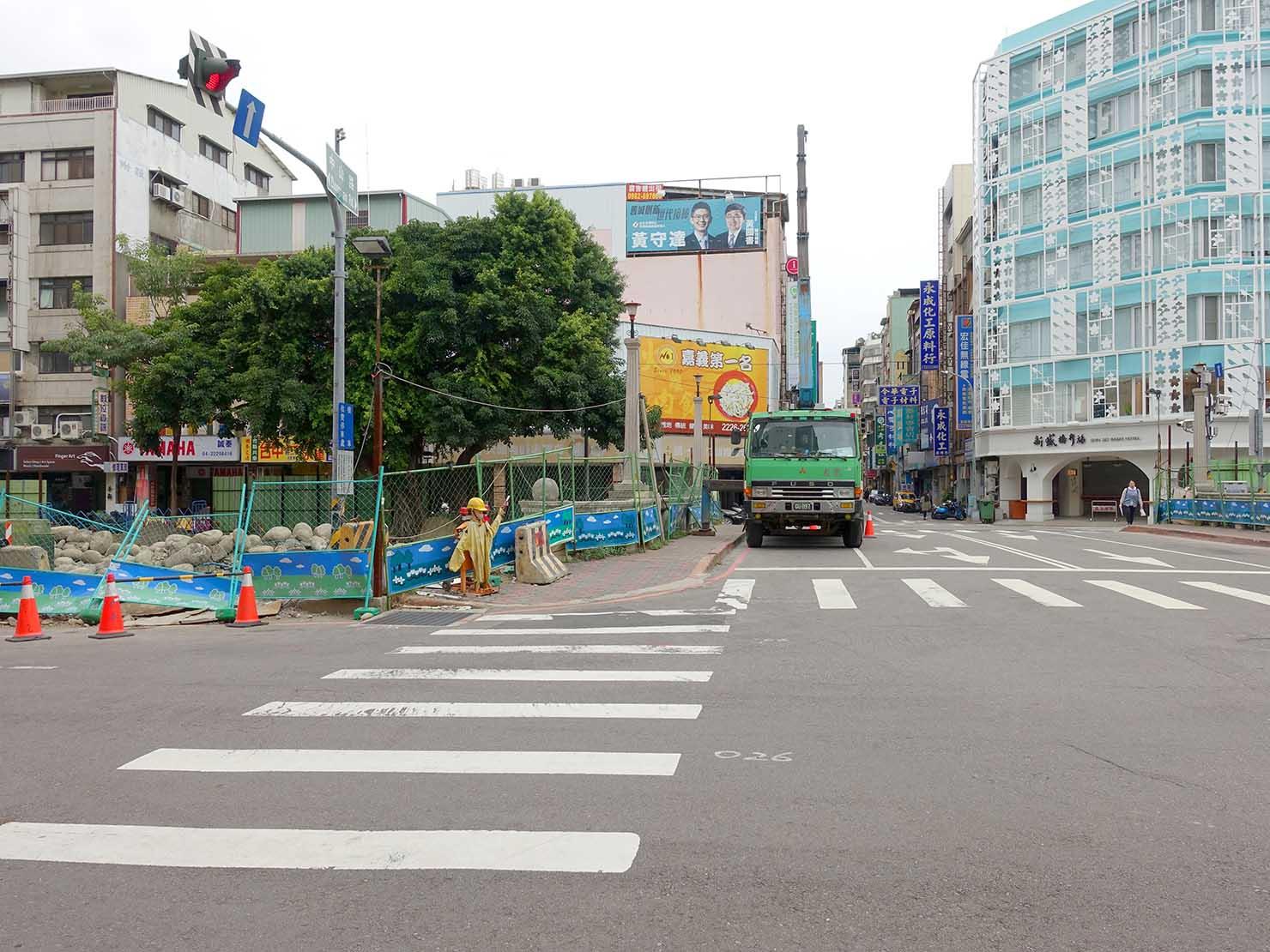 台中駅前の交差点「中山綠川路口」