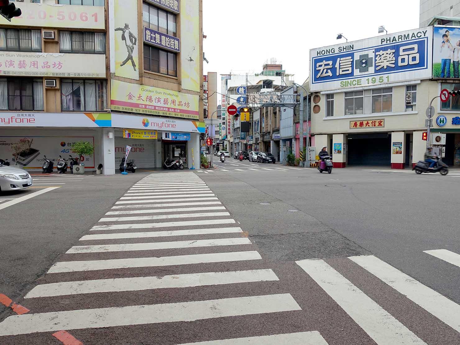 台中駅前の交差点「中山自由路口」