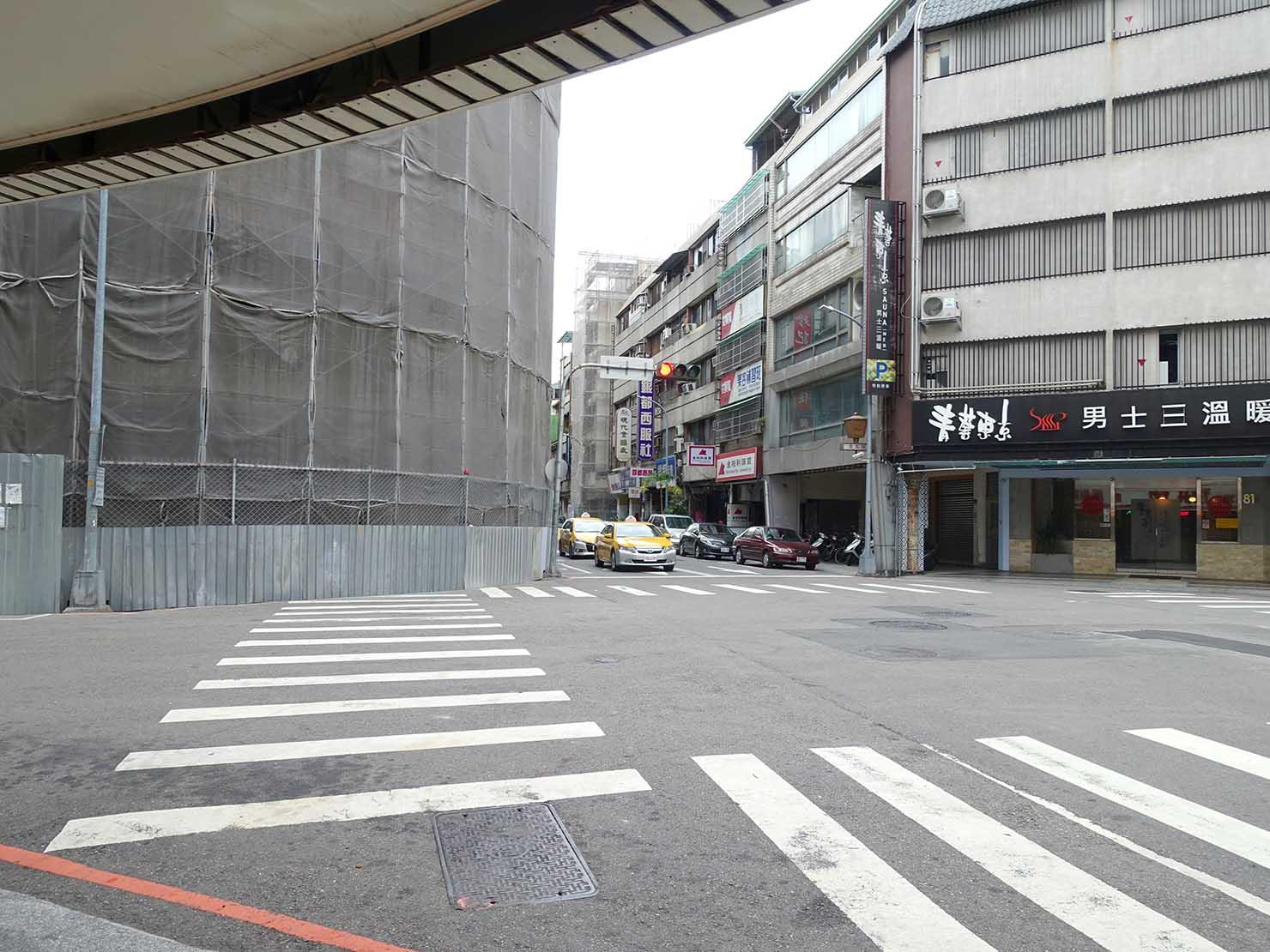台中駅前の交差点「中山市府路口」