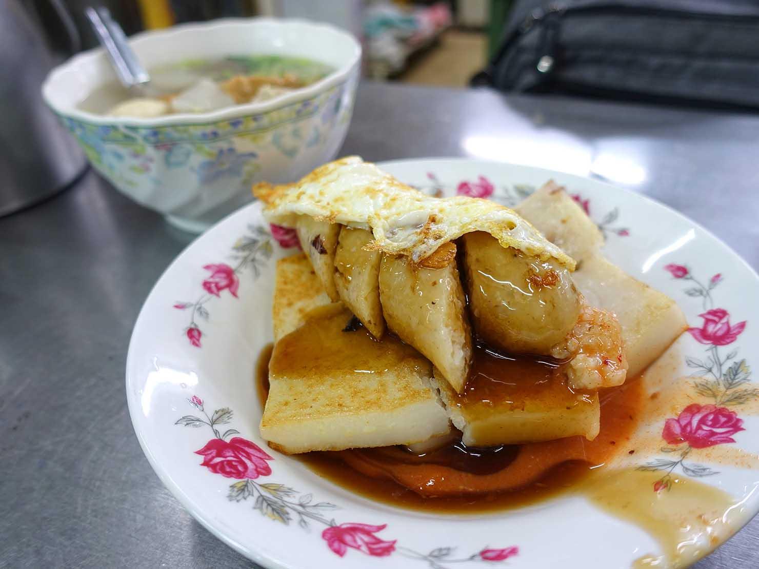 台中の有名グルメスポット「第二市場」で食べた朝ごはんの蘿蔔糕