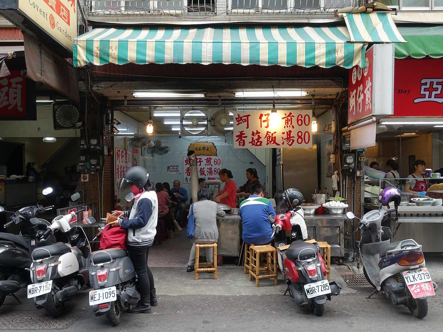 台南・永樂市場(國華街)のおすすめ台湾グルメ店「石精臼蚵仔煎」の外観