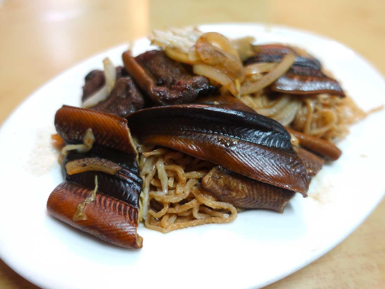 台南・永樂市場(國華街)のおすすめ台湾グルメ店「黃記鱔魚意麵」の乾炒鱔魚意麵