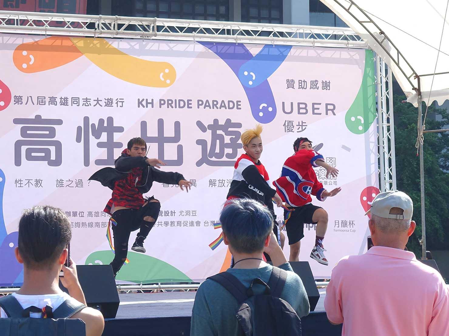高雄同志大遊行(高雄レインボーパレード)2017パレード出発前のステージパフォーマンス