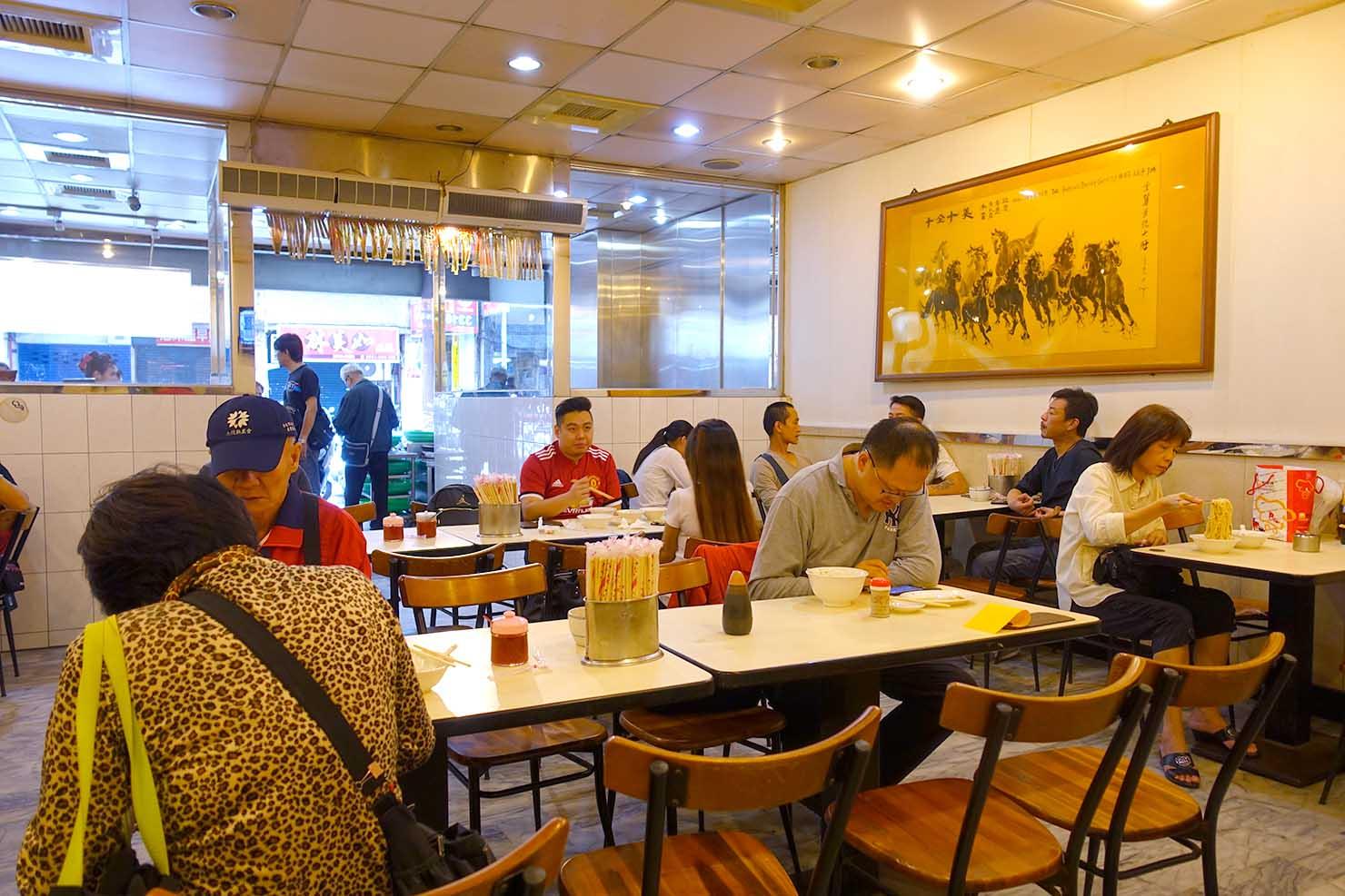 台北・西門町のおすすめ朝ごはん屋さん「永富魚丸湯」の店内