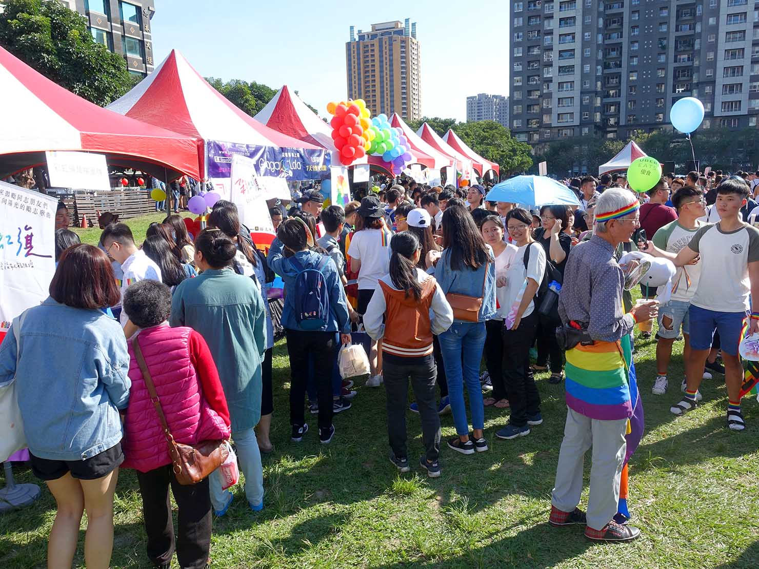 台中同志遊行(台中LGBTプライド)2017会場内に並ぶブース