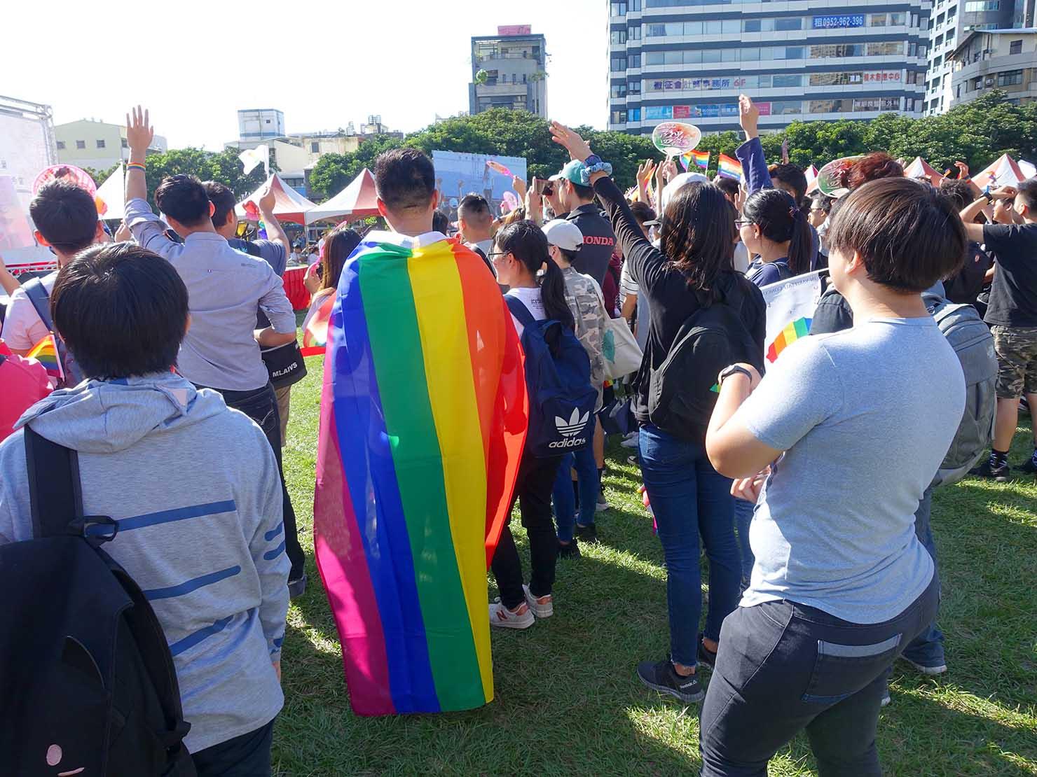 台中同志遊行(台中LGBTプライド)2017ステージ前に集まる参加者たち