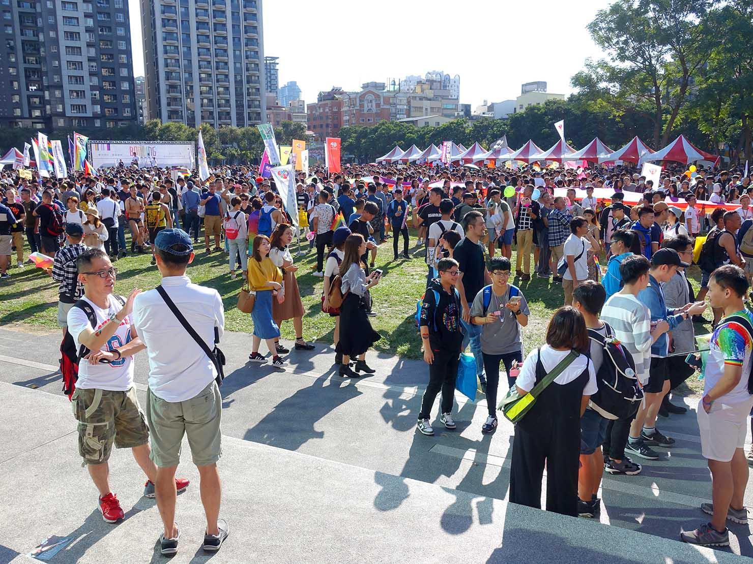 台中同志遊行(台中LGBTプライド)2017会場に集まる人々