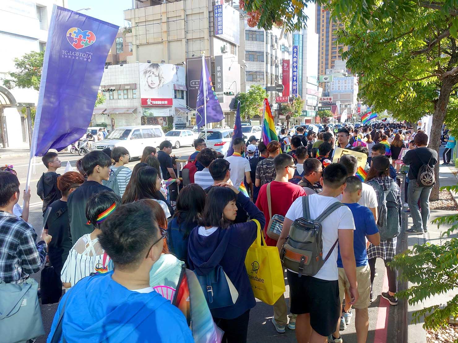台中同志遊行(台中LGBTプライド)2017の後ろから見たパレード隊列