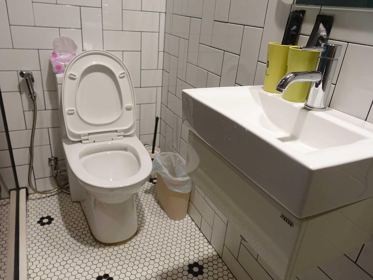 台中駅徒歩10分のリーズナブルなおすすめミニホテル「光原宿 Light House」ダブルルームのトイレ