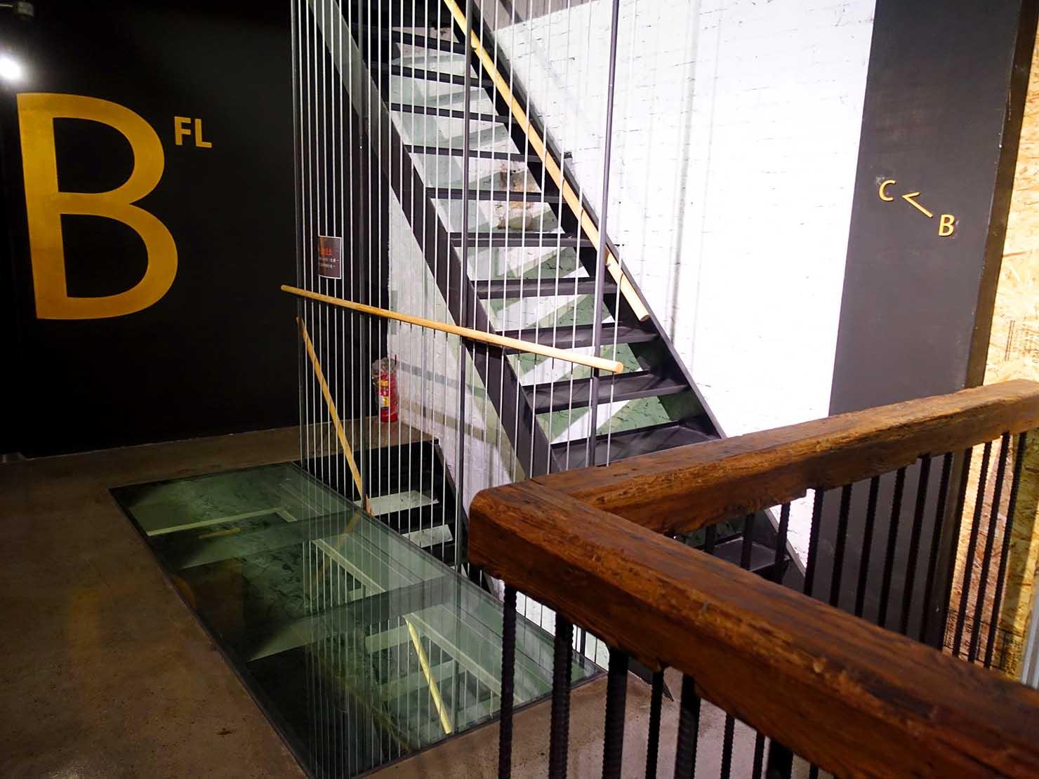 台中駅徒歩10分のリーズナブルなおすすめミニホテル「光原宿 Light House」の階段