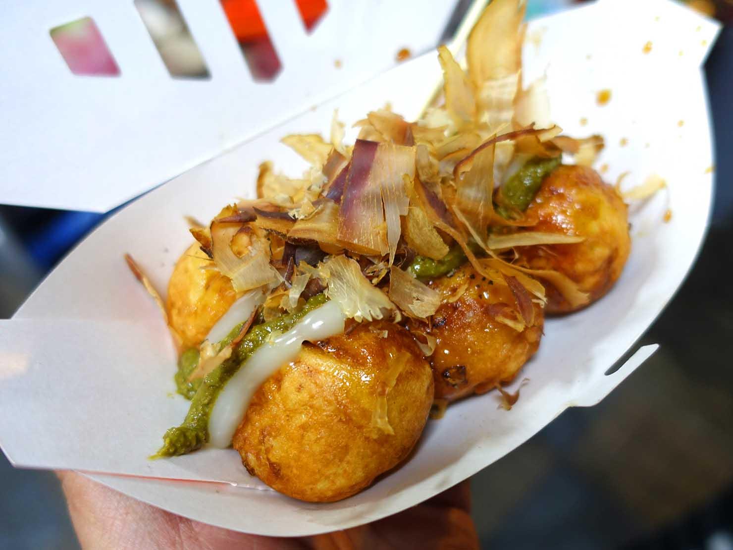 台湾の夜市で食べられる日本グルメ「章魚燒(たこ焼き)」のわさびたっぷりたこ焼き