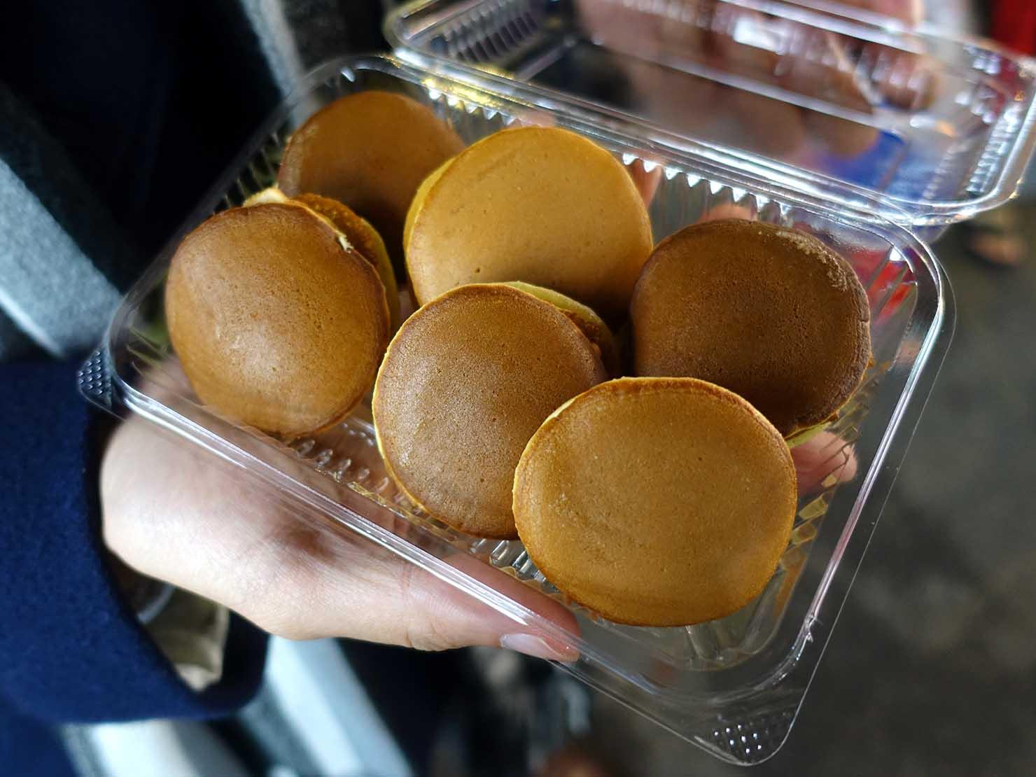 台湾の夜市で食べられる日本グルメ「銅鑼燒(どら焼き)」の6個入りどら焼き