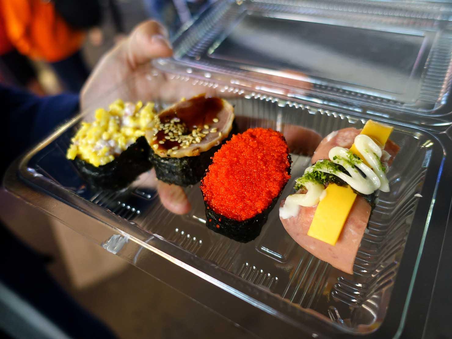 台湾の夜市で食べられる日本グルメ「10元寿司」の握り寿司たち