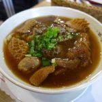 牛肉麵1杯2,500円!?有名歌手御用達の「北芳園」で超豪華台湾麺料理を食べてみた。