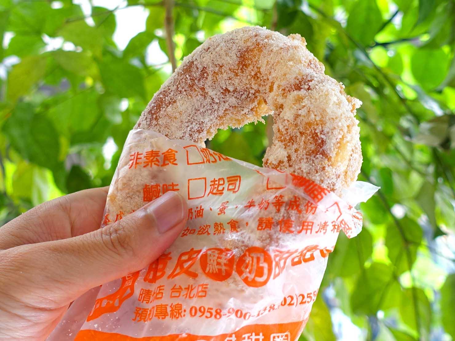 台北駅エリアのおすすめ台湾スイーツ店「脆皮鮮奶甜甜圈」のドーナツ(プレーン味)