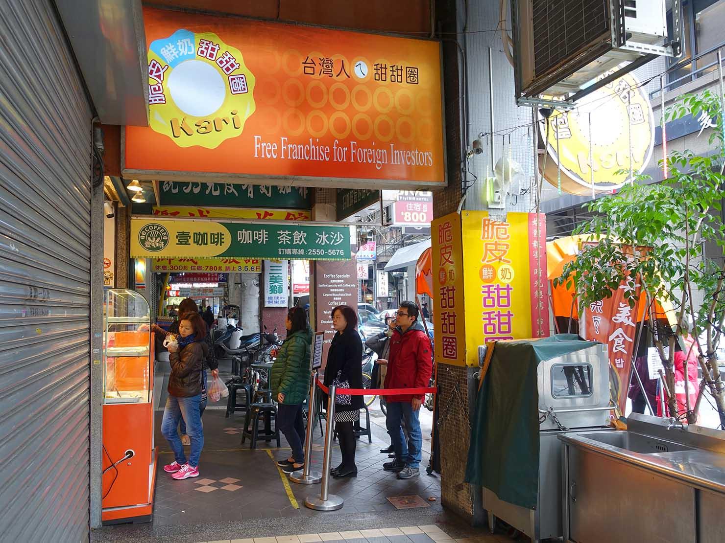 台北駅エリアのおすすめ台湾スイーツ店「脆皮鮮奶甜甜圈」の外観