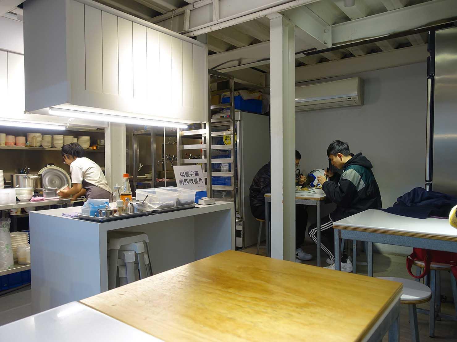 台北駅エリアのおすすめ台湾グルメ店「北北車魯肉飯」の店内