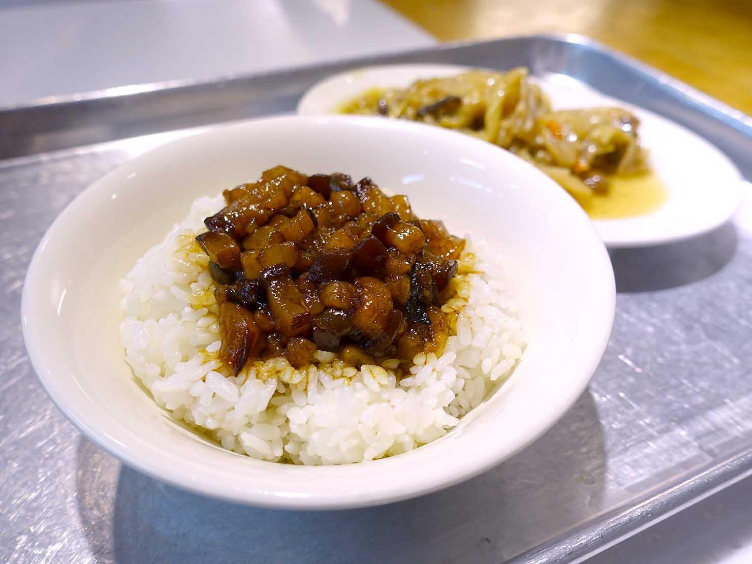 台北駅エリアのおすすめ台湾グルメ店「北北車魯肉飯」の魯肉飯(ルーローファン)